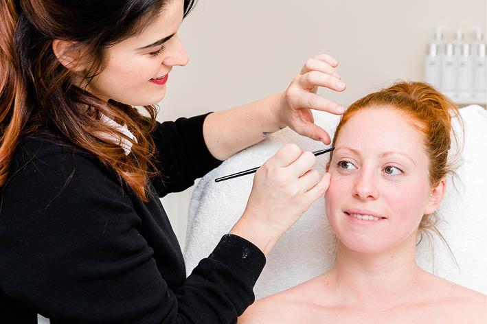 Wenkbrauw behandeling Echt - Skinics in Echt